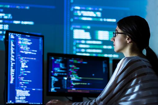 Becas para mujeres en el área de tecnología