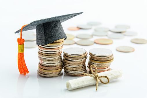 Cómo financiar tu carrera de doctorado