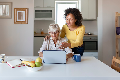 Cómo hacer voluntariado online y ayudar desde casa