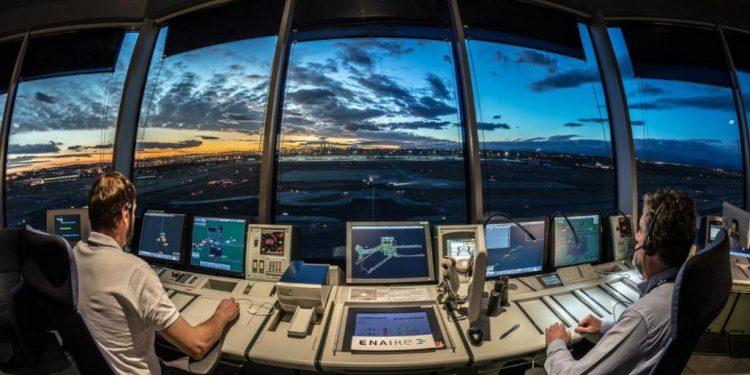 Cuánto cobra un controlador aéreo