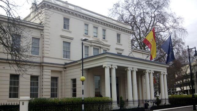 Cómo trabajar en una embajada